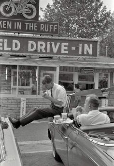 One of my favorite Robert Kennedy pictures! Bobby Kennedy taking a lunch break at the Bluefield Drive-In in Bluefield WV while campaigning for JFK. Vintage Pictures, Old Pictures, Old Photos, Famous Photos, Iconic Photos, Family Pictures, Rare Historical Photos, Photos Originales, New Orleans French Quarter