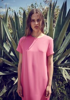 Midi T-shirt Dress with Back Vent in Pink  Combine style and comfort with our t-shirt dress, featuring a back zip and V-shape back hem opening. Wear with white flats for relaxed weekend styling.   https://www.paisie.com/collections/new-in/products/midi-t-shirt-dress-with-back-vent-in-pink