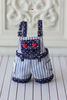 Items similar to PO - Anniedollz Blythe Sailor Short Pants Overalls - Navy Blue on Etsy Sewing Doll Clothes, Sewing Dolls, Doll Clothes Patterns, Barbie Clothes, Doll Patterns, Clothing Patterns, American Girl Outfits, Ropa American Girl, Blythe Dolls