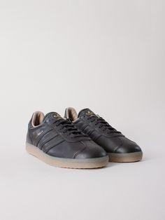online retailer 66143 de47d Adidas Originals Gazelle Utility Black Välj storlek Lägg i varukorg1 100  SEK Mens Sneakers, Us
