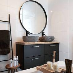 Saniclass Exclusive Line spiegel rond zwart frame Bathroom Inspo, Bathroom Inspiration, Master Bathroom, Bathroom Interior Design, Interior Design Living Room, Bad Inspiration, Online Furniture Stores, Furniture Shopping, Bathroom Toilets