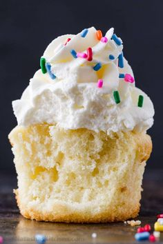 Everyone loves Cupcakes! This is the only vanilla cupcakes recipe you will need. They are super easy to make and the texture is light, fluffy, and melt-in-your-mouth good. Best Vanilla Cupcake Recipe, Homemade Vanilla Cupcakes, Buttermilk Cupcakes, Homemade Cupcake Recipes, Yummy Cupcakes, Moist Cupcake Recipes, Baking Recipes, Moist Vanilla Cupcakes, 12 Cupcakes