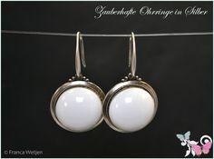 Brautschmuck - Vintage Ohrhänger silber Cabochon weiß rund - ein Designerstück von Zauberhafte-Ohrringe-in-Silber bei DaWanda