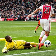 A #greatsave from Kenneth Vermeer, Netherlands (AJAX, Feyenoord, Netherlands) in today's match against Ajax #soccer #goalkeeper #arquero #goleiro #gardiendebut #torwart #goalkeepingismylife