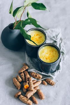 Turmeric and ashwagadha golden milk #vegan | TheAwesomeGreen.com