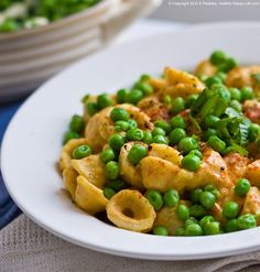 Cheese, Peas 'n Pasta (nutritional yeast cheesy sauce of course) Crayes favorite! Use quinoa pasta to make gluten free! Healthy Snacks, Healthy Eating, Healthy Sweets, Healthy Cooking, Clean Eating, Nutritional Yeast Recipes, Vegetarian Recipes, Healthy Recipes, Vegan Meals