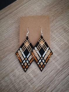 Seed Bead Jewelry, Seed Bead Earrings, Diy Earrings, Earrings Handmade, Handmade Jewelry, Diamond Earrings, Beaded Earrings Native, Beaded Earrings Patterns, Bracelet Patterns