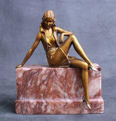"""rare Art Deco German bronze figure by Ferdinand Preiss, circa 1925 """"Girl on a Wall"""" Art Nouveau, Art Deco Period, Art Deco Era, Statue Art, Lampe Art Deco, Art Pierre, Estilo Art Deco, Art Deco Stil, Plastic Art"""