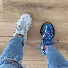 Left or Right? Sneaker Outfits, Sneaker Heels, Sneakers Mode, Cute Sneakers, Sneakers Fashion, Swag Shoes, Nike Air Shoes, Aesthetic Shoes, Fresh Shoes