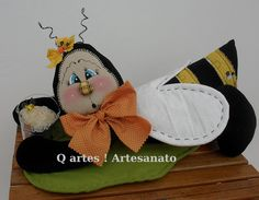 Abelinda , na folha !!! (peso) by Q Artes ! Artesanato, via Flickr