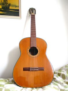 Stunning Framus vintage classical guitar 1962 Dimensions/spec Length Shoulders 30 cm Waist lower bout The guitar us approx 1 - larger in Classical Guitars, Best Laminate, Clear Labels, Cheap Guitars, Hand Shapes, Keep An Eye On, Acoustic Guitars, Perfect For Me, New Set