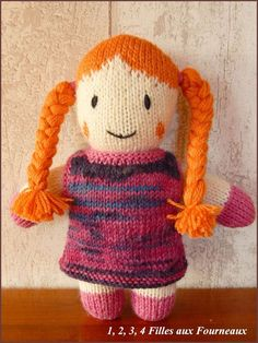 Poupée en laine faite à la main Knitted Dolls, Charity, Crochet Hats, Teddy Bear, Activities, Knitting, Toys, Couture, Animals