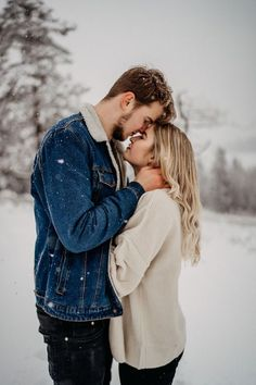 Everybody desires to as happy as they possibly can be with their partner. Take a look at these 14 things couples may do to build and maintain a happier and healthier relationship. Couple Photoshoot Poses, Couple Picture Poses, Couple Photography Poses, Winter Photography, Couple Posing, Couple Shoot, Couple Pics, Winter Couple Pictures, Winter Pictures