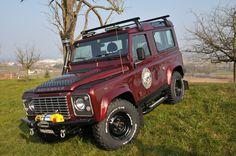 // Land Rover Defender 90 silkroadtrip.ch