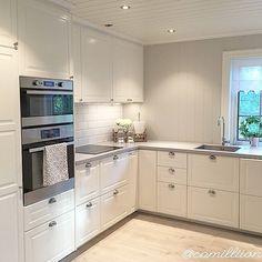 Love this all white kitchen!
