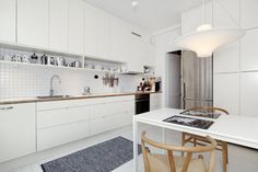 For Sale (& Stunning): Stockholm Apartment – Design & Trend Report Kitchen Cupboards, Kitchen Dining, Kitchen Decor, Kitchen White, Dining Area, Kitchen Ideas, Kitchen Island Dimensions, Kitchen Design Gallery, Anna