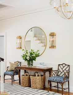 entryway table decor 65 Best Entry Table Decor Ideas for Your Home Vintage Interior Design, Home Interior Design, Kitchen Interior, Interior Colors, Luxury Interior, Design Kitchen, Kitchen Ideas, Flur Design, Design Design
