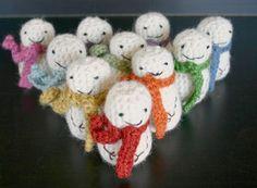 Crochet patterns for mini snowmen!