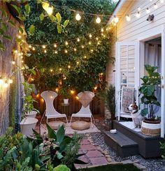 20 Beautiful Small Cottage Garden Ideas for Backyard Inspiration - frontbackhome Bohemian House, Bohemian Living Rooms, Bohemian Decor, Bohemian Style, Bohemian Apartment, Bohemian Lifestyle, Boho Room, Bohemian Design, Boho Chic