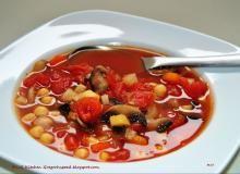 Zupa pomidorowa z ciecierzycą i pieczarkami Ratatouille, Chana Masala, Chili, Ethnic Recipes, Food, Chile, Essen, Meals, Chilis