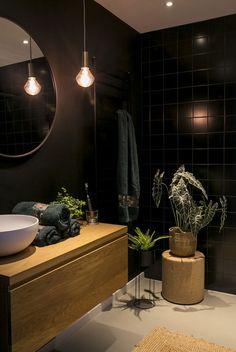 Beautiful Bathroom Decor, Dark Bathrooms, Bathroom Inspiration, Luxury Home Decor, Beautiful Bathrooms, Round Mirror Bathroom, Room Design Bedroom, Modern Houses Interior, Bathroom Design