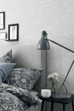 Boråstapeter Scandinavian Designers, Värisilmästä. https://www.varisilma.fi/tuotteet/kaikki-tuotteet/?product_brand=scandinavian-designers #makuuhuone #tapetti