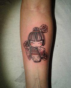 #kimmydoll #kimmydolltattoo #girlstattoo #armtattoo #kokeshi #kokeshitattoo #nofilter #femaletattooartist #tattooitalia #tattued #bolzano