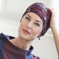 59 €- Le bonnet bambou Duo Toscane se compose d'un bonnet bambou et d'un bandeau séparé. - Motifs fleurs  un accessoire qui apporte une jolie touche féminine à votre coiffure
