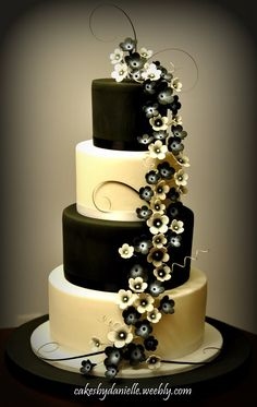 Black & White Wedding Cake by CBD Hermoso solo le cambiaria el color a verde… Beautiful Wedding Cakes, Gorgeous Cakes, Pretty Cakes, Amazing Cakes, Black And White Wedding Cake, Black White, Yellow Wedding, Cream White, White Cakes