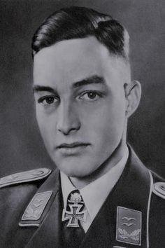 Oberleutnant Wolf-Dietrich Huy (1917-2003), Staffelkapitän 7./Jagdgeschwader 77, Ritterkreuz 05.07.1941, Eichenlaub (83) 17.03.1942