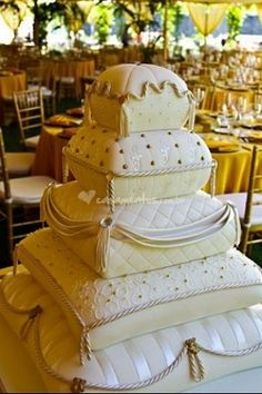 This 5 -tiered wedding cake made me gasp! What an exquisite cake! Pillow Wedding Cakes, Pillow Cakes, Wedding Cakes With Cupcakes, Beautiful Wedding Cakes, Beautiful Cakes, Amazing Cakes, Fondant Cakes, Cupcake Cakes, Cup Cakes