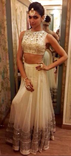 @DeepikaPadukone rocks the #Desi #Lehenga <3