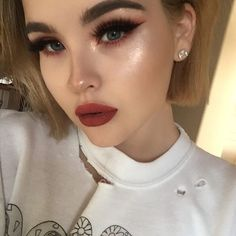 I don't wanna talk about my nose contour ok Eyes - @limecrimemakeup Venus Palette  Lips - @limecrimemakeup Rustic Highlight - Glittery as heck @limecrimemakeup New Superfoils in colour Halo ✨