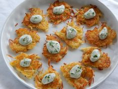 Very easy and very tasty potato patties for everybody made in Pepi's kitchen! Potato Patties, English Food, Greek Recipes, Food And Drink, Appetizers, Eggs, Tasty, Stuffed Peppers, Breakfast