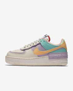 Nike Air Force 1 Shadow sko til dame. Nike NO Moda Sneakers, Sneakers Mode, Sneakers Fashion, Fashion Shoes, Air Force Shoes, Nike Air Force 1, White Nike Shoes, Nike Air Shoes, Air Jordans Women