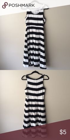 Black & White Dress This Old Navy striped dress is in brand new condition. Old Navy Dresses Midi