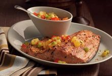 A salmon recipe that's a foolproof family favorite. Diced red and green peppers are sauteed in pineapple juice for a sweet salsa over Dash™-seasoned salmon fillets. Low Salt Recipes, Low Sodium Recipes, Sodium Foods, Salmon Recipes, Fish Recipes, Mexican Food Recipes, Seafood Recipes, Recipies, Mrs Dash Recipe