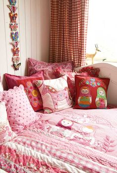 Love this color combination, I could totally see Annie in this room