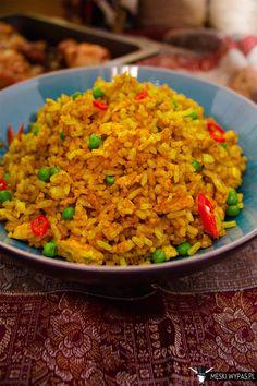 Smażony ryż z curry i groszkiem.Oto jedzenie, obok którego nie da się przejść obojętnie! Niesamowity zapach, świetny smak, a do tego prostota. Same plusy. #gryz