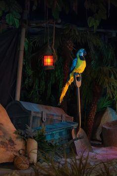 Pirates of the Caribbean queue, Disneyland. Photo by Matthew Hansen Pirate Halloween Decorations, Pirate Halloween Party, Pirate Decor, Pirate Theme, Holidays Halloween, Spooky Halloween, Halloween Themes, Halloween 2020, Pirate Birthday
