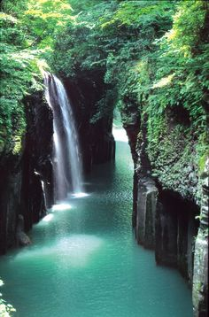 Waterfalls – Amazing Creation of Nature Part 2 - Takachiho Gorge, Miyazaki, Japan<< Takachiho Gorge is so beautiful! I hope I can go see it someday. Takachiho, Places Around The World, The Places Youll Go, Places To See, Around The Worlds, Beautiful Waterfalls, Beautiful Landscapes, Beautiful Scenery, Les Cascades