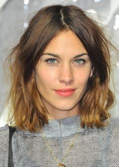Alexa Chung Ombre Hair Color Idea: Dark brunette with russet ombre Choppy Long Layered Haircuts, Thin Hair Haircuts, Long Bob Haircuts, Long Bob Hairstyles, Hairstyles With Bangs, Choppy Layers, Short Layers, Trendy Hairstyles, Hair Styles 2014