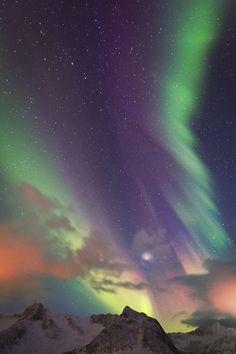"atmospheric-phenomena: ""Northern Lights by David Greyo "" Tromso, Sistema Solar, Natural Phenomena, Beautiful Sky, Nature Pictures, Amazing Nature, Belle Photo, Night Skies, Science Nature"