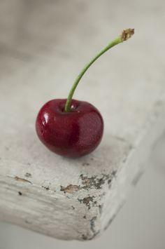 Sweet cherry - food photography photo by Cornelia Kahr