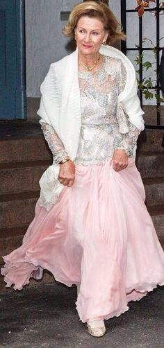 Queen Sonja of Norway Gala Gowns, Gala Dresses, Evening Dresses, Norwegian Royalty, Royal Fashion, Norway, Lace Skirt, Queen, Royal Style
