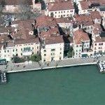 Riprese aeree: Venezia Mansions, House Styles, Outdoor Decor, Home Decor, Decoration Home, Manor Houses, Room Decor, Villas, Mansion