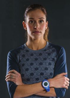 READ! With cover featured athletel, Kara Goucher talking Olmypic Trials. (Styled in: Oiselle Endorphin 3/4 Long Sleeve)