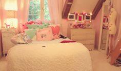 pastel bedroom <3 soo adorable!!