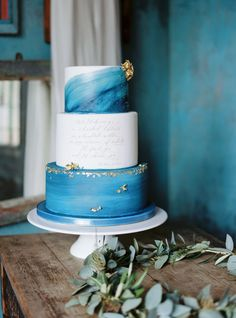 Gold Wedding Cakes Watercolor ocean wedding cake blue sea - Will yours cut it? Beautiful Wedding Cakes, Gorgeous Cakes, Pretty Cakes, Marble Cake, Cake Trends, Painted Cakes, Just Cakes, Wedding Cake Inspiration, Wedding Ideas