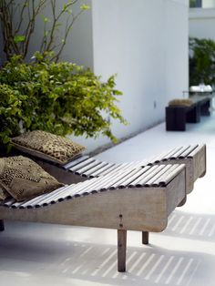 DIY pool chaise lounger: Designer's oasis in Provence France Outdoor Areas, Outdoor Rooms, Outdoor Living, Outdoor Decor, Outdoor Chairs, Outdoor Lounge, Outdoor Seating, Garden Furniture, Outdoor Furniture